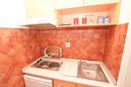 Студия (гостиная+кухня). Рафаиловичи, Черногория, Рафаиловичи : Студия в 200 метрах от моря