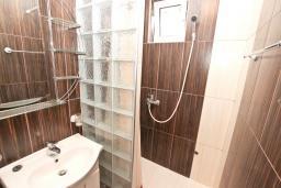 Ванная комната. Рафаиловичи, Черногория, Рафаиловичи : Студия в 200 метрах от моря