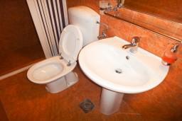 Ванная комната. Бечичи, Черногория, Бечичи : Студия с террасой в 300 метрах от моря