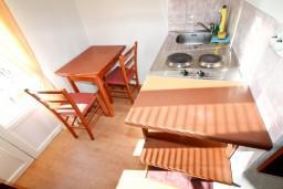 Обеденная зона. Бечичи, Черногория, Бечичи : Студия с балконом с видом на море