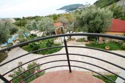 Балкон. Бечичи, Черногория, Бечичи : Просторная студия с балконом с видом на море