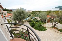 Вид на море. Бечичи, Черногория, Бечичи : Просторная студия с балконом с видом на море