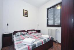 Спальня. Бечичи, Черногория, Бечичи : Апартамент для 4 человек, 2 отдельные спальни