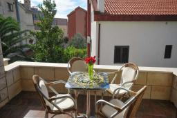 Балкон. Бечичи, Черногория, Бечичи : Апартамент с двумя спальнями в 250 метрах от моря