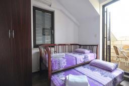 Спальня 2. Бечичи, Черногория, Бечичи : Апартамент с двумя спальнями и балконом
