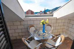Балкон. Бечичи, Черногория, Бечичи : Апартамент с двумя спальнями и балконом