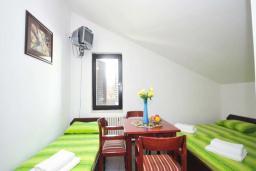 Спальня. Бечичи, Черногория, Бечичи : Апартамент с двумя спальнями в Бечичи в 250 метрах от моря