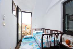 Спальня 2. Бечичи, Черногория, Бечичи : Апартамент с двумя спальнями в Бечичи в 250 метрах от моря