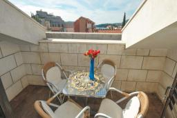 Балкон. Бечичи, Черногория, Бечичи : Апартамент с двумя спальнями в Бечичи в 250 метрах от моря