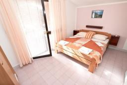 Студия (гостиная+кухня). Будванская ривьера, Черногория, Бечичи : Студия в Бечичи, до моря 350 метров