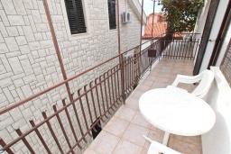 Балкон. Будванская ривьера, Черногория, Бечичи : Студия с балконом в 350 метрах от моря
