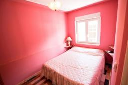 Спальня. Бечичи, Черногория, Бечичи : Апартамент с отдельной спальней на первом этаже