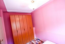 Гардеробная / шкаф. Бечичи, Черногория, Бечичи : Апартамент с отдельной спальней на первом этаже