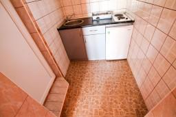 Кухня. Бечичи, Черногория, Бечичи : Студия для 2-3 человек