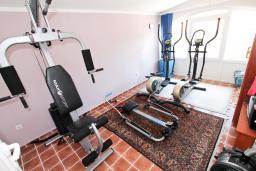 Прочее. Бечичи, Черногория, Бечичи : Апартамент для 5-8 человек, с 2 отдельными спальнями, с большой кухней, с террасой с видом на море