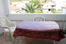 Балкон. Бечичи, Черногория, Бечичи : Апартамент с отдельной спальней в 150 метрах от моря