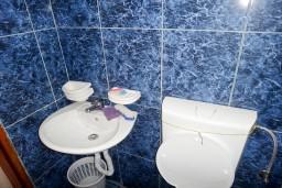 Ванная комната. Бечичи, Черногория, Бечичи : Студия для 2 человек