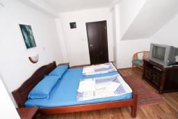 Студия (гостиная+кухня). Бечичи, Черногория, Бечичи : Уютная студия в Бечичи в 150 метрах от моря