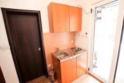 Кухня. Бечичи, Черногория, Бечичи : Уютная студия в Бечичи в 150 метрах от моря