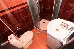 Ванная комната. Бечичи, Черногория, Бечичи : Уютная студия в Бечичи в 150 метрах от моря