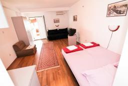 Студия (гостиная+кухня). Бечичи, Черногория, Бечичи : Уютная студия в 150 метрах от моря