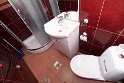 Ванная комната. Бечичи, Черногория, Бечичи : Уютная студия в 150 метрах от моря