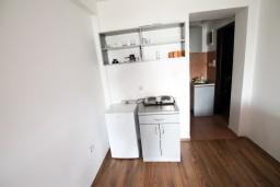 Кухня. Бечичи, Черногория, Бечичи : Уютная студия для 2-3 человек