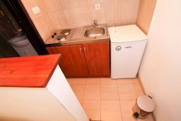 Кухня. Бечичи, Черногория, Бечичи : Уютная студия в 150 метрах от моря