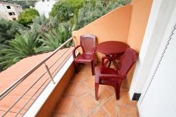 Балкон. Будванская ривьера, Черногория, Бечичи : Уютная студия для 2 человек, с балконом с видом на море