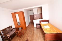 Студия (гостиная+кухня). Бечичи, Черногория, Бечичи : Уютная студия в Бечичи с балконом с видом на море
