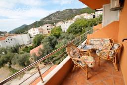 Вид на море. Будванская ривьера, Черногория, Бечичи : Уютная студия в Бечичи с балконом с видом на море