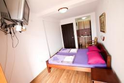 Студия (гостиная+кухня). Бечичи, Черногория, Бечичи : Уютная студия с балконом с видом на море