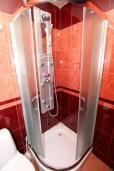 Ванная комната. Бечичи, Черногория, Бечичи : Уютный апартамент с отдельной спальней в 150 метрах от моря