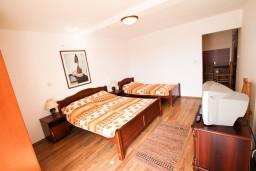 Студия (гостиная+кухня). Будванская ривьера, Черногория, Бечичи : Уютная студия с балконом с видом на море