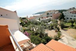 Вид на море. Бечичи, Черногория, Бечичи : Уютная студия с балконом с видом на море