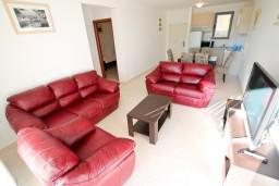 Гостиная. Бечичи, Черногория, Бечичи : Современный апартамент для 4-5 человек, 2 отдельные спальни, с балконом с видом на море