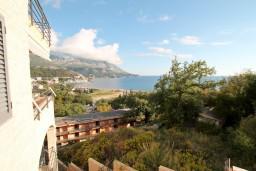 Вид на море. Бечичи, Черногория, Бечичи : Современный апартамент для 4-5 человек, 2 отдельные спальни, с балконом с видом на море