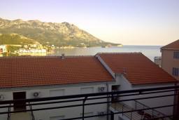 Вид на море. Бечичи, Черногория, Бечичи : Современная студия с балконом с видом на море