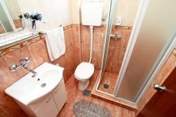 Будванская ривьера, Черногория, Петровац : Комната для 2-3 человек, с видом на море