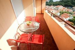 Балкон. Будванская ривьера, Черногория, Петровац : Апартамент для 4-5 человек, 2 отдельные спальни, с видом на море