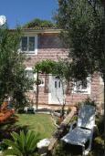 Территория. Будванская ривьера, Черногория, Булярица : 2-х этажный дом с 2-мя спальнями,  с 2-мя ванными комнатами, с зеленым садом, Wi-Fi, на территории мангал для шашлыка.