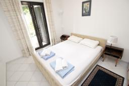 Спальня 3. Будванская ривьера, Черногория, Петровац : Апартамент для 5 человек, с 3-мя отдельными спальнями, с террасой