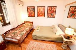 Будванская ривьера, Черногория, Святой Стефан : Комната для 3 человек