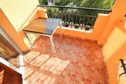 Балкон. Будванская ривьера, Черногория, Каменово : Большой апартамент для 4-5 человек, 2 отдельные спальни, с балконом с видом на море