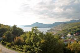 Вид на море. Будванская ривьера, Черногория, Каменово : Большой апартамент для 4-5 человек, 2 отдельные спальни, с балконом с видом на море