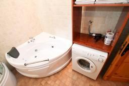 Будванская ривьера, Черногория, Пржно : Апартамент для 4-5 человек, с отдельной спальней, на самом берегу моря