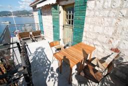 Балкон. Будванская ривьера, Черногория, Пржно : Апартамент для 4-5 человек, с отдельной спальней, на самом берегу моря