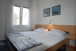 Спальня 2. Будванская ривьера, Черногория, Будва : Апартамент для 4-6 человек, 2 спальни, с террасой с видом на море
