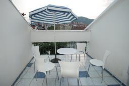 Балкон. Будванская ривьера, Черногория, Будва : Апартамент для 4-6 человек, 2 спальни, с террасой с видом на море