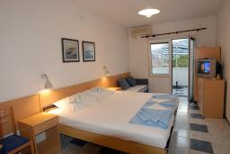 Студия (гостиная+кухня). Будванская ривьера, Черногория, Будва : Студия с террасой с видом на море